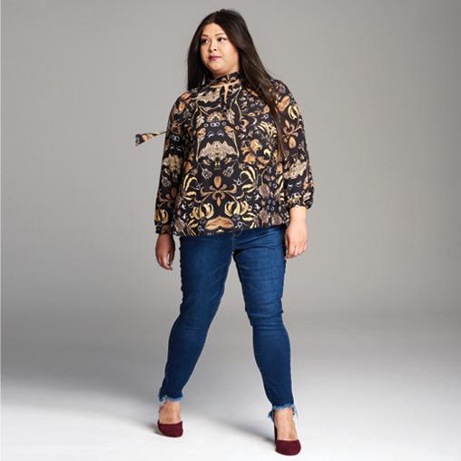 Dia Stylist Lolo wears a plus size baroque print shirt and denim