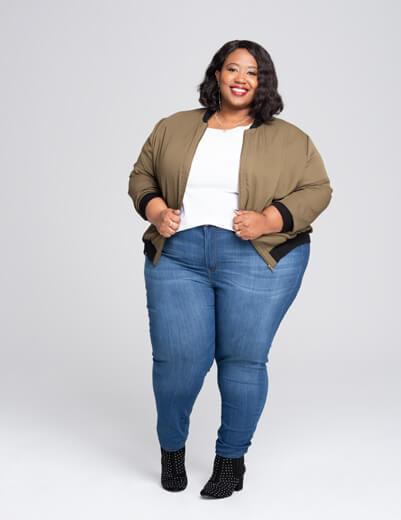 Plus size model wearing size 4x skinny jeans | Dia&Co