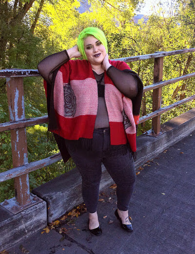 cailey berg, plus size influencer, poncho