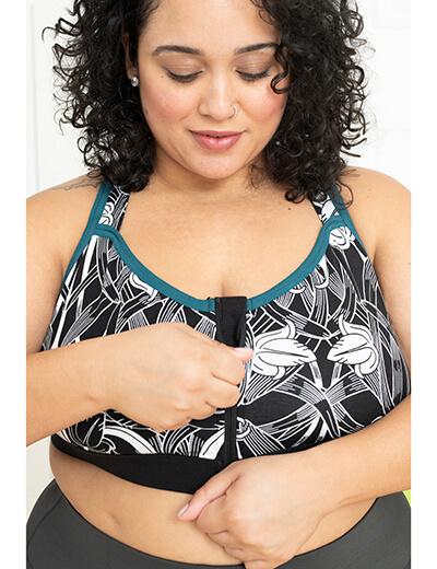plus size sports bra with zip on model