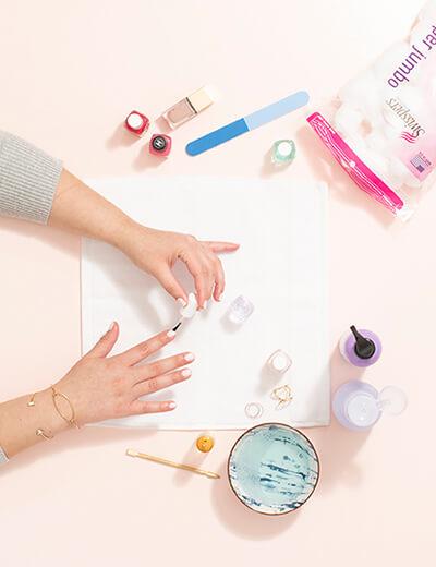 diy manicure paint nails