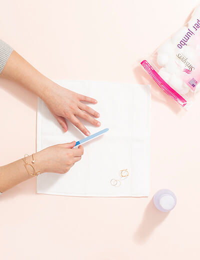 diy manicure file nails