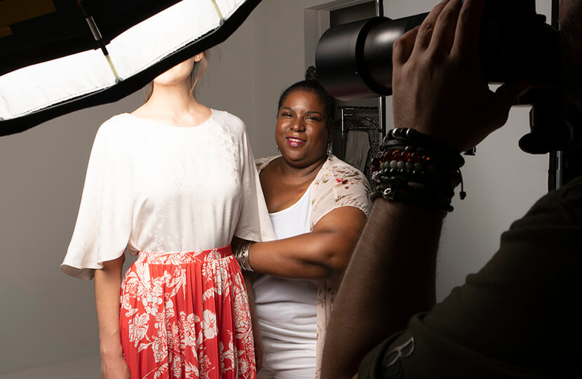 Steffy allen fits a model during a photoshoot.