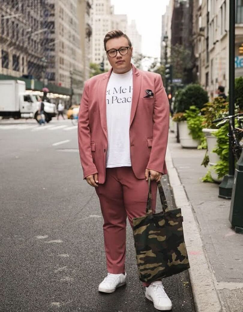 fashion week gianluca russo in pink suit and t shirt