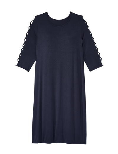 A gorgeous dress with ¾ cross-braided sleeve that is essential for your plus-size fall fashion